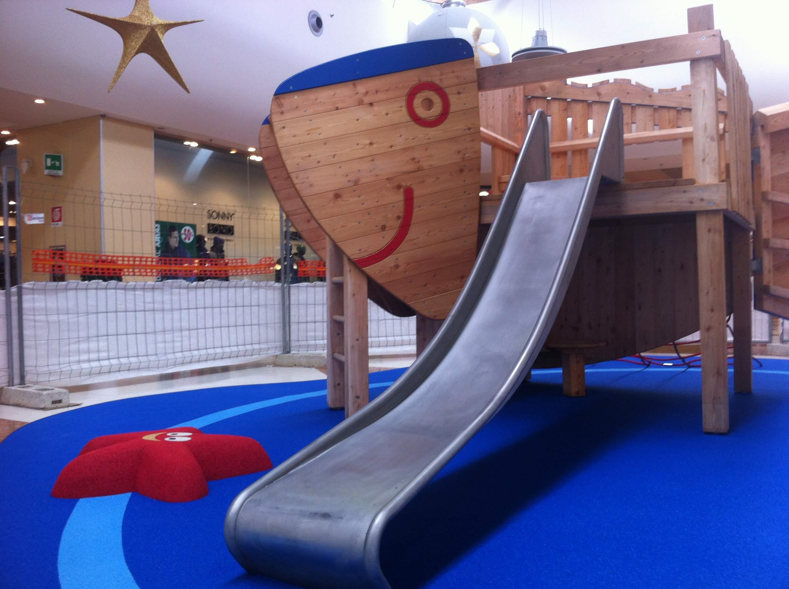 Parco giochi indoor. Pavimentazione antitrauma ignifuga