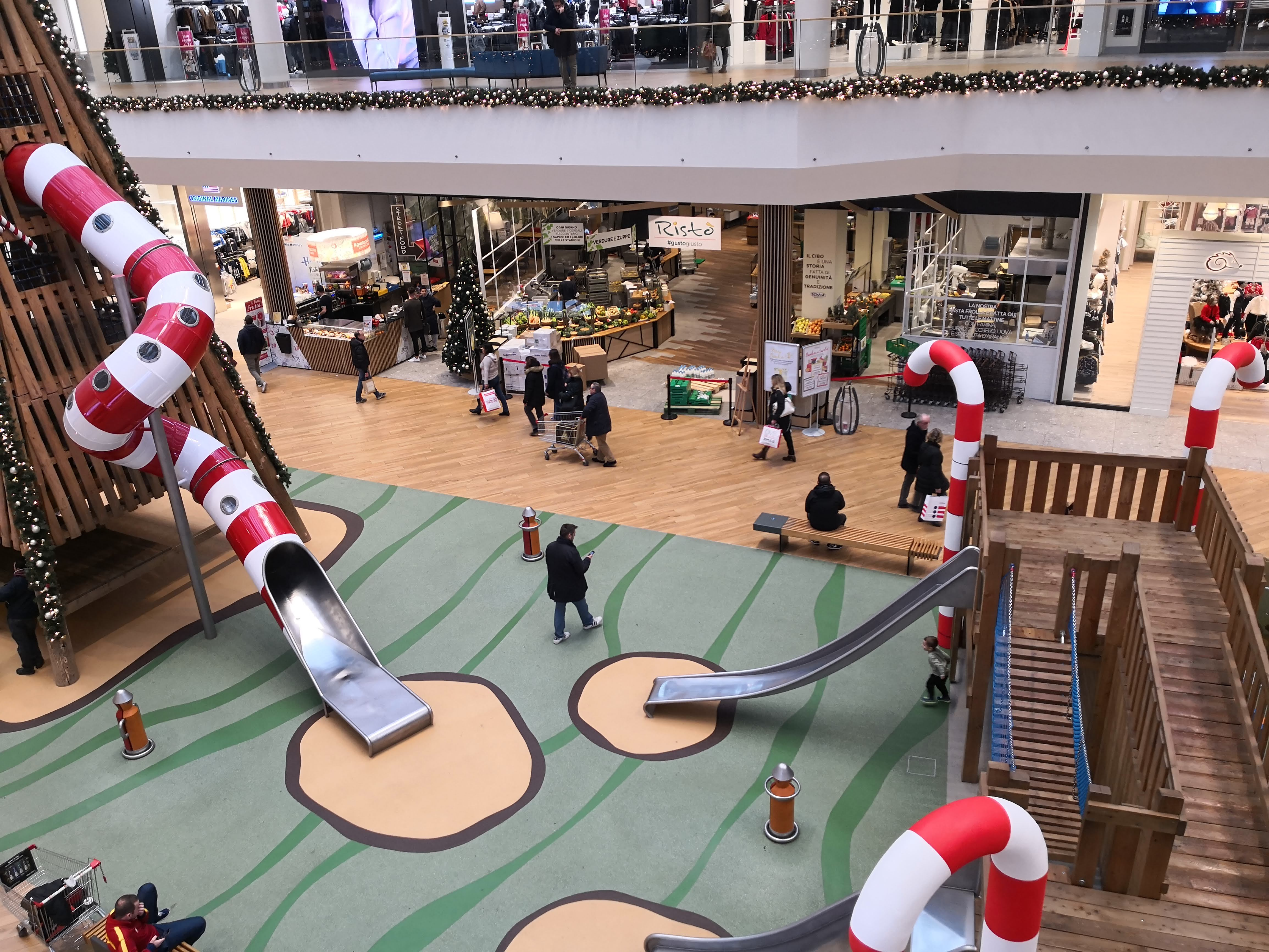 pavimentazione antitrauma centro commerciale indoor